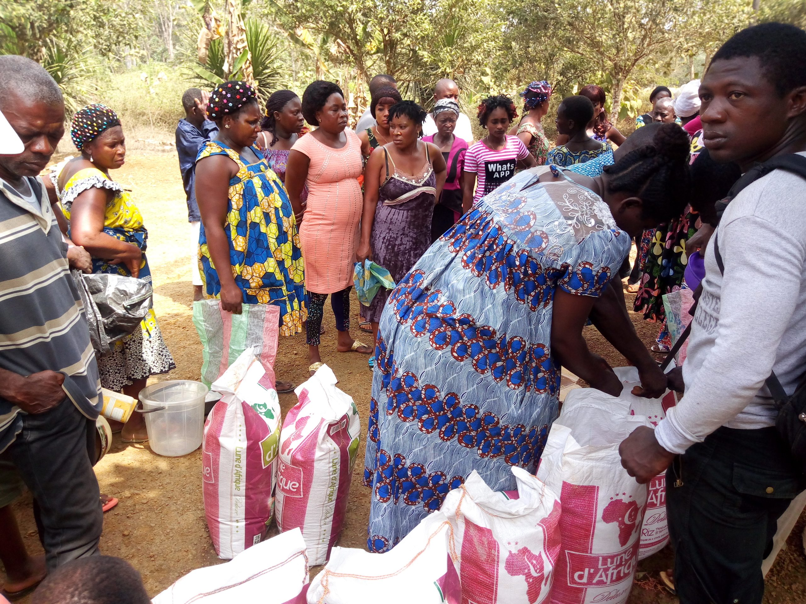 Food distribution to IDPs in Mamfe